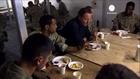 En visite en Afghanistan, David Cameron prône le...